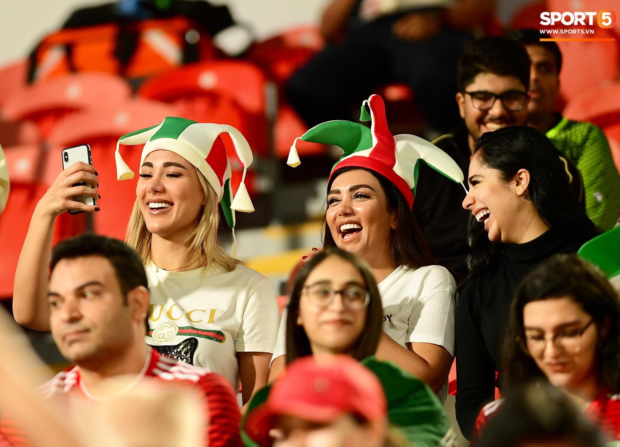 Ngất ngây với vẻ đẹp của fangirl Iran trong ngày đội nhà giành chiến thắng đậm trước Yemen - Ảnh 4.