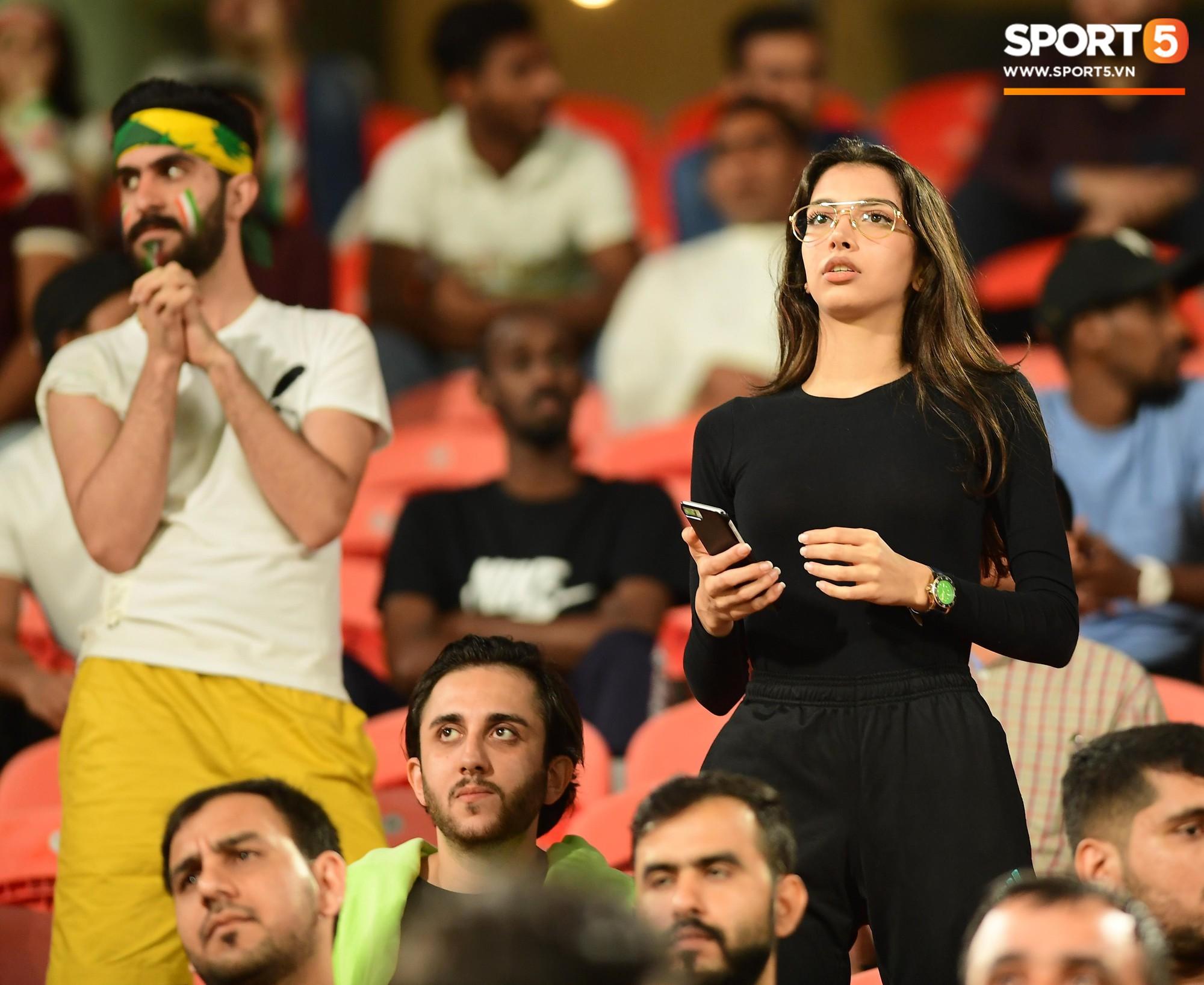 Ngất ngây với vẻ đẹp của fangirl Iran trong ngày đội nhà giành chiến thắng đậm trước Yemen - Ảnh 7.