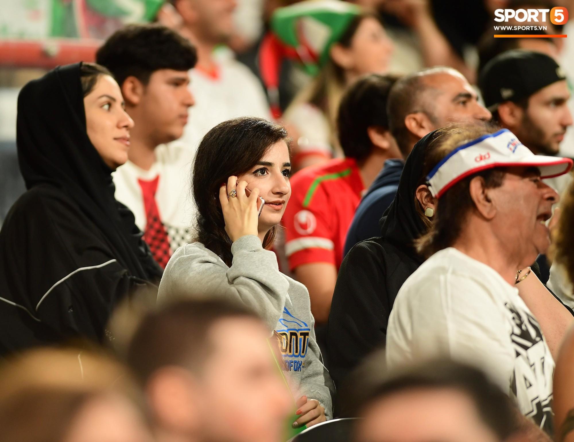 Ngất ngây với vẻ đẹp của fangirl Iran trong ngày đội nhà giành chiến thắng đậm trước Yemen - Ảnh 5.