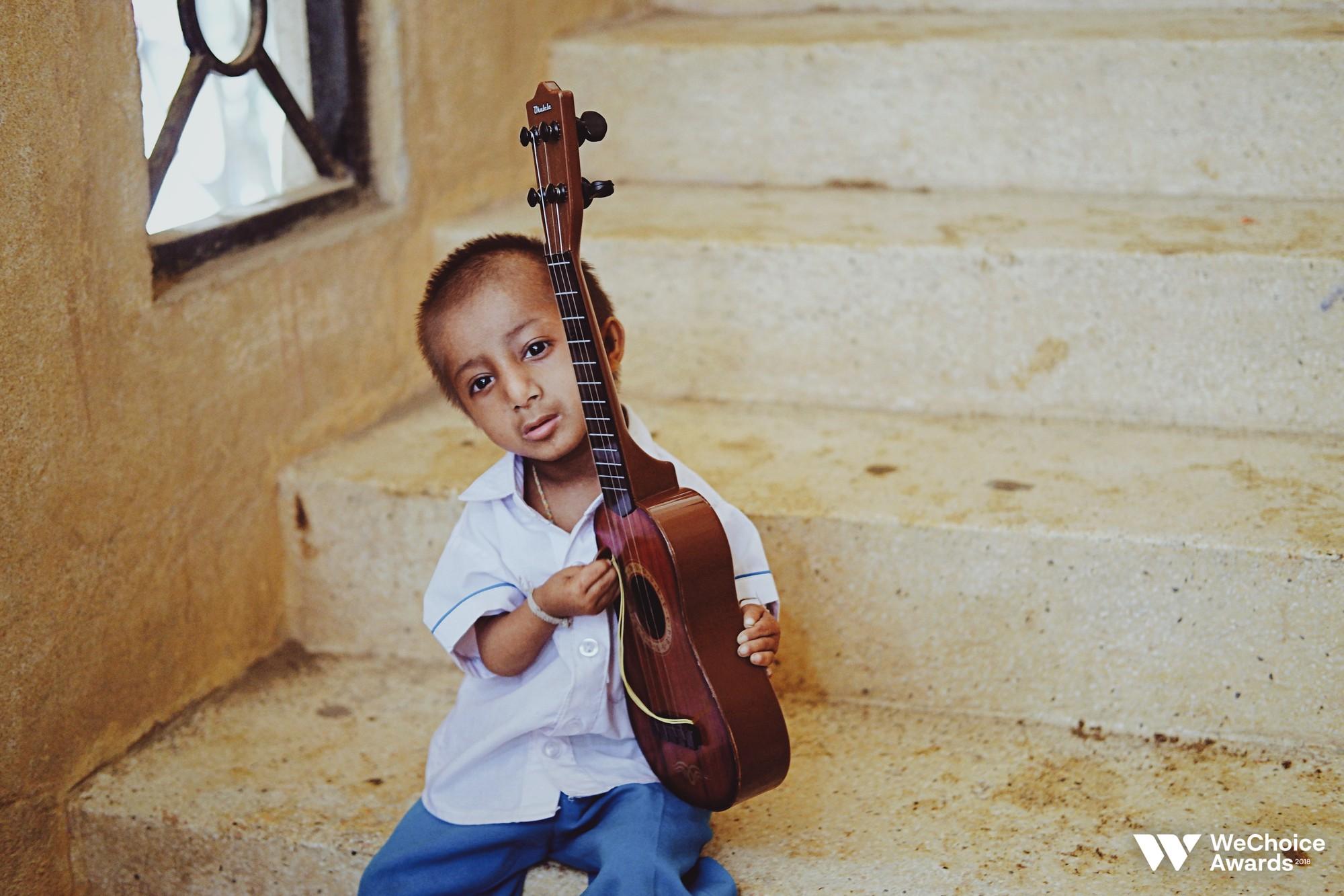 Những câu chuyện đáng yêu và xúc động trong chuyến đi Sài Gòn đầu tiên của cậu bé tí hon Krể - Ảnh 11.