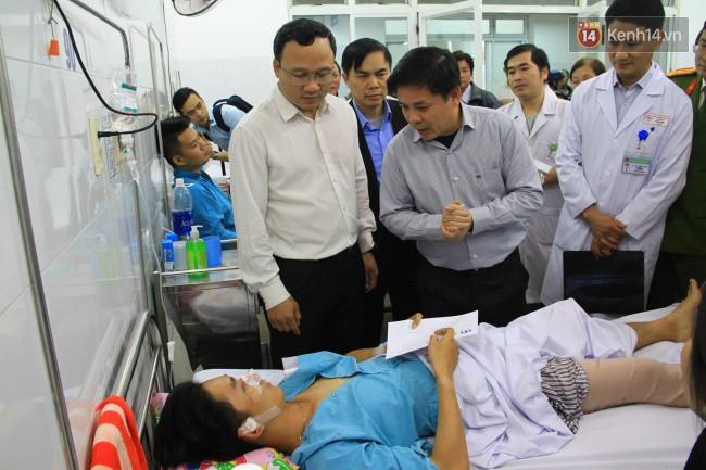 Cánh tay đứt lìa của nữ sinh trong vụ tai nạn xe khách trên đèo Hải Vân đã được nối lại thành công - Ảnh 3.