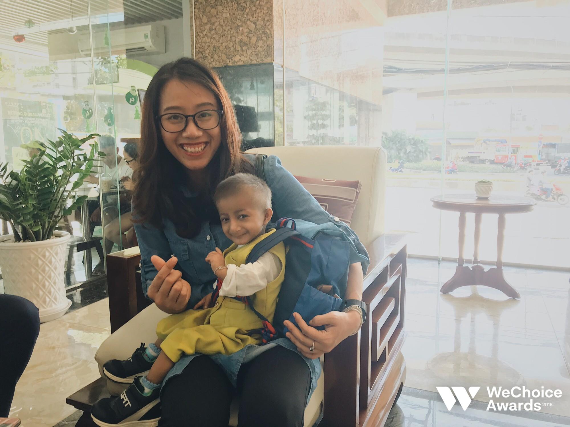 Những câu chuyện đáng yêu và xúc động trong chuyến đi Sài Gòn đầu tiên của cậu bé tí hon Krể - Ảnh 9.