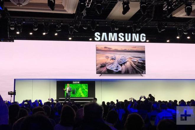 TV 8K Samsung khủng nhất hành tinh: Rộng 98 inch, độ nét cao hơn tất cả mọi thứ trên thế giới - Ảnh 1.