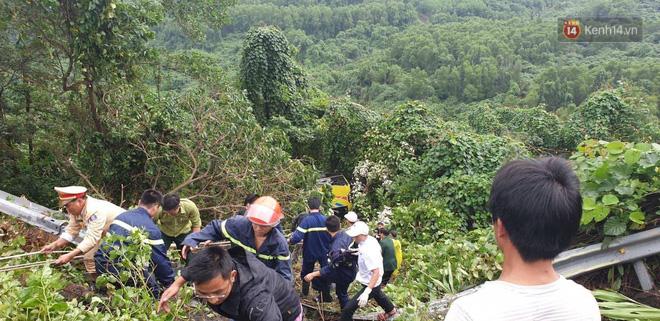Nóng: Xe khách chở 21 sinh viên lao xuống đèo Hải Vân, 1 người tử vong - Ảnh 6.