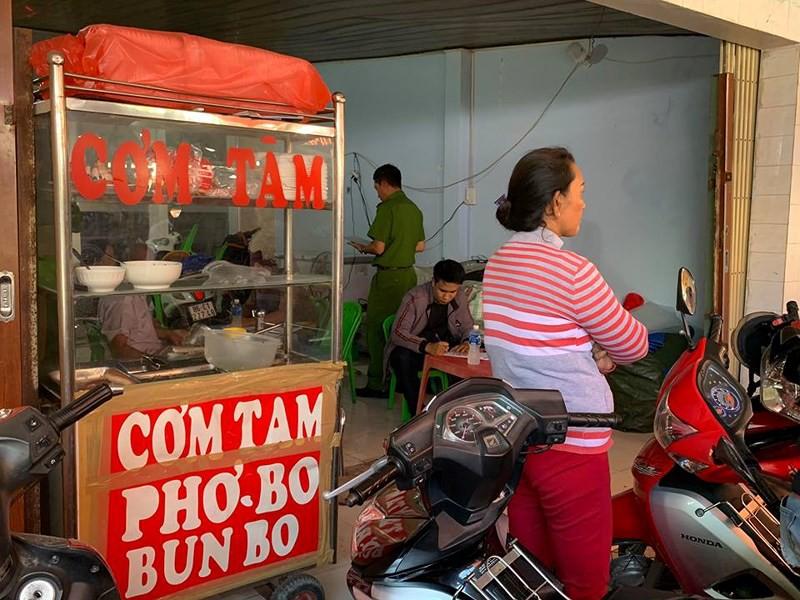 6 thanh niên chặt tay con nợ giữa chợ ở Phan Thiết - Ảnh 1.