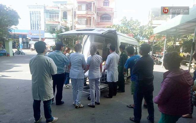 Nóng: Xe khách chở 21 sinh viên lao xuống đèo Hải Vân, 1 người tử vong - Ảnh 15.