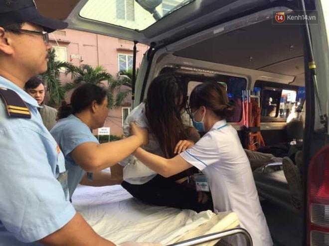 Nóng: Xe khách chở 21 sinh viên lao xuống đèo Hải Vân, 1 người tử vong - Ảnh 12.