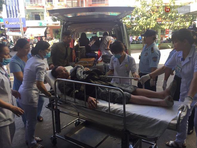 Nóng: Xe khách chở 21 sinh viên lao xuống đèo Hải Vân, 1 người tử vong - Ảnh 13.