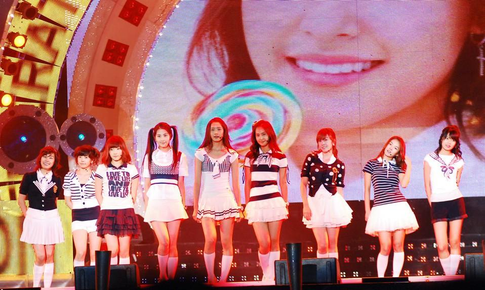 Sao Hàn bị phân biệt đối xử trước và sau khi nổi tiếng: Thái độ khác hẳn, chuyện của BTS, Seungri gây xúc động mạnh - Ảnh 1.