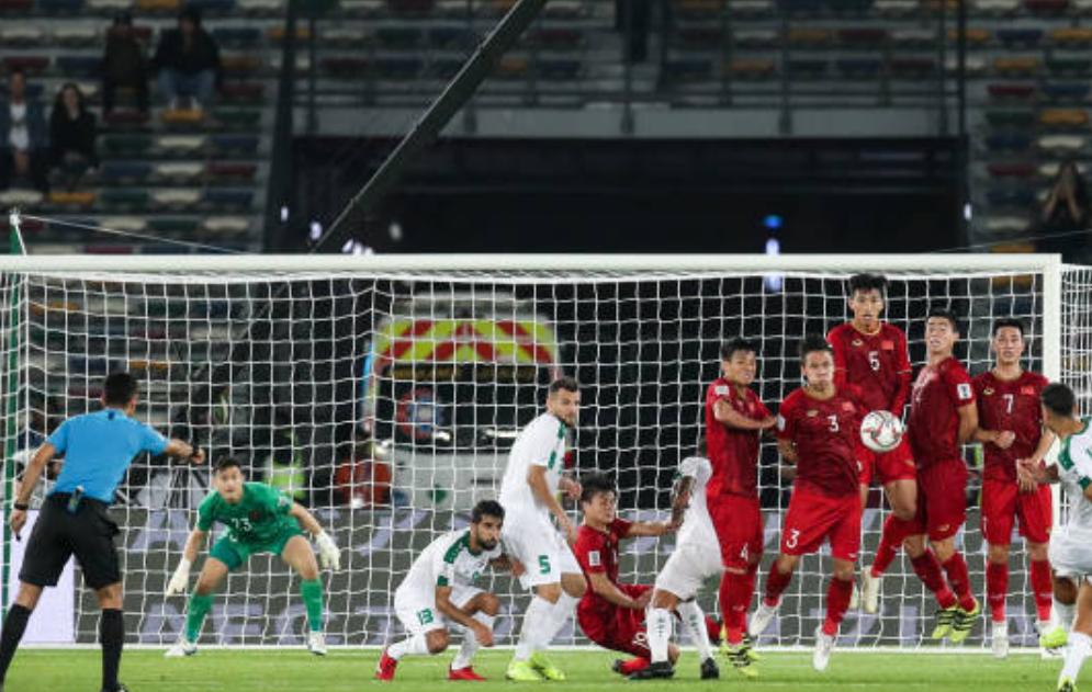 Thủ môn Đặng Văn Lâm có thực sự mắc lỗi trong bàn thua ở phút 90 của đội tuyển Việt Nam? - Ảnh 3.