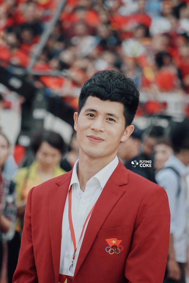 Chỉ một bức ảnh trên tạp chí, Đình Trọng khiến fangirl đổ gục với khuôn mặt hoàn hảo - Ảnh 3.