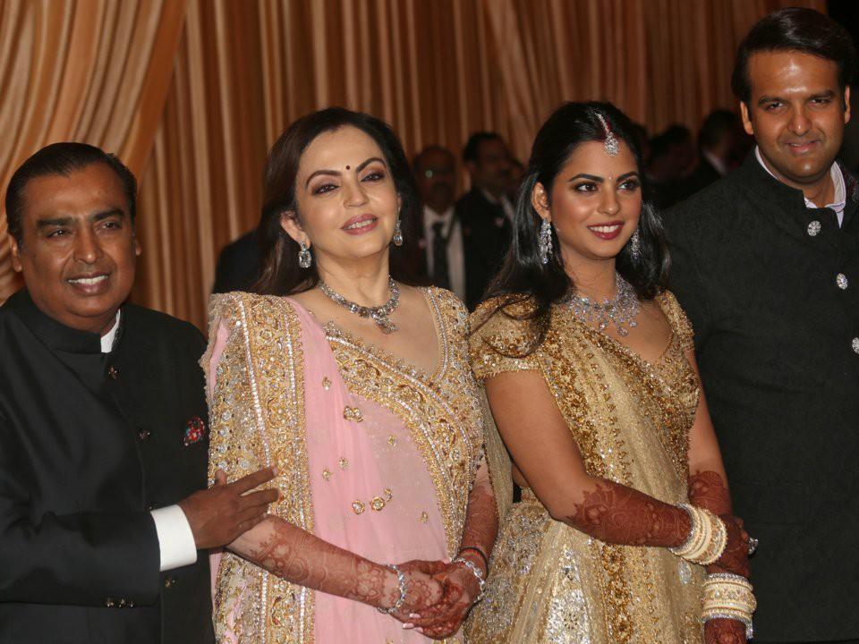 Đằng sau đám cưới thế kỷ của Ấn Độ năm 2018: Xuất thân hoàn hảo của cô dâu trong gia đình giàu nhất châu Á - Ảnh 22.