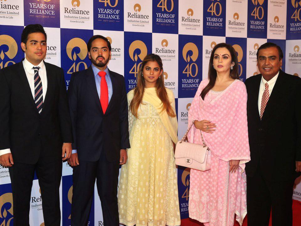 Đằng sau đám cưới thế kỷ của Ấn Độ năm 2018: Xuất thân hoàn hảo của cô dâu trong gia đình giàu nhất châu Á - Ảnh 3.