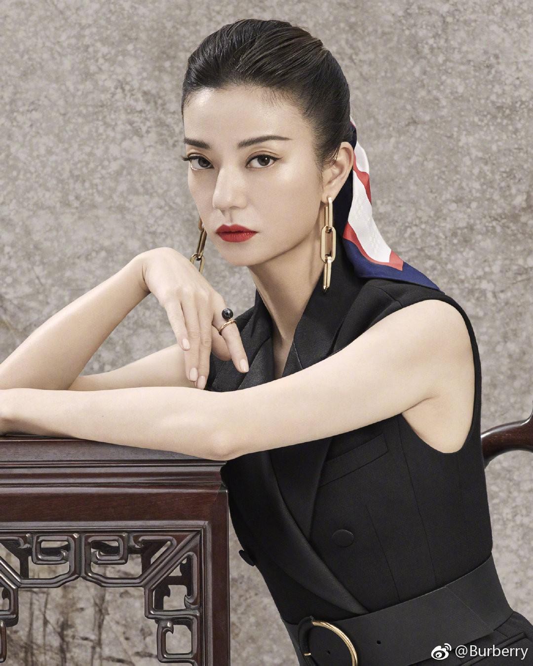Tung poster sang chảnh quảng cáo dịp Tết, Burberry khiến dân mạng Trung Quốc bất an vì trông u ám quá - Ảnh 4.