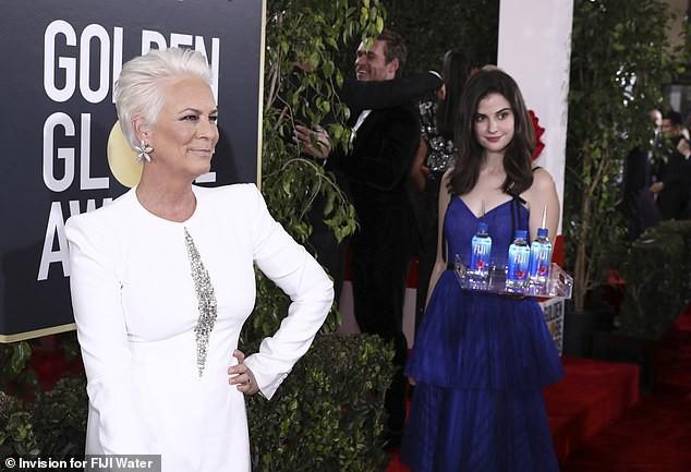 Minh tinh Hollywood phẫn nộ lên tiếng khi bị cô gái bưng nước giật mất spotlight ở Quả Cầu Vàng 2019 - Ảnh 1.