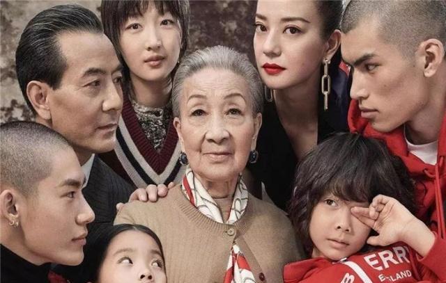 Tung poster sang chảnh quảng cáo dịp Tết, Burberry khiến dân mạng Trung Quốc bất an vì trông u ám quá - Ảnh 2.