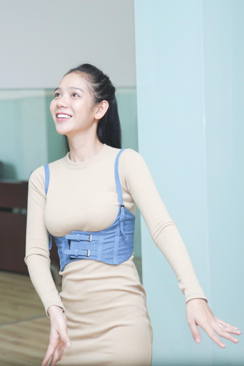 Chiêm ngưỡng nhan sắc ít son phấn và vóc dáng của các mỹ nhân chuyển giới kế nhiệm Hương Giang - Ảnh 7.