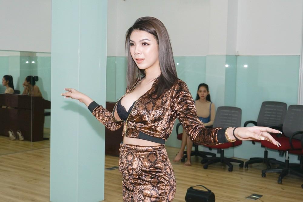Chiêm ngưỡng nhan sắc ít son phấn và vóc dáng của các mỹ nhân chuyển giới kế nhiệm Hương Giang - Ảnh 9.