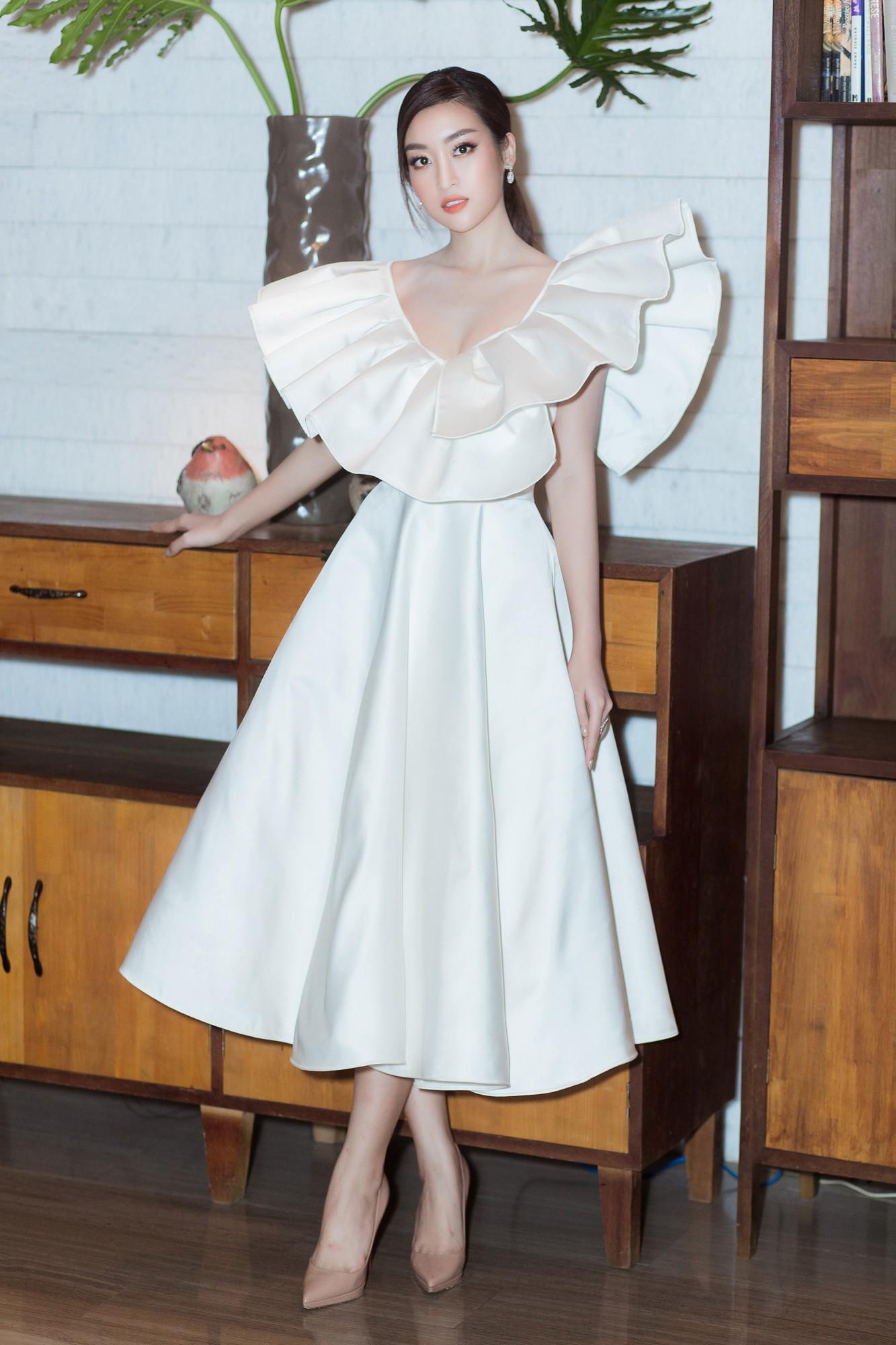 Spotlight thảm đỏ của NTK Lý Quí Khánh: Khi Hòa Minzy trông còn Hoa hậu hơn cả Hoa hậu Tiểu Vy - Ảnh 5.