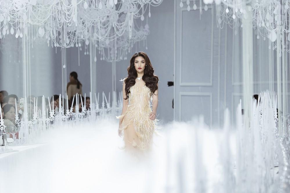 Thưởng lãm xong show của Lý Quí Khánh lại càng xuýt xoa trước bữa tiệc xa hoa 8 năm trước của Chanel - Ảnh 2.