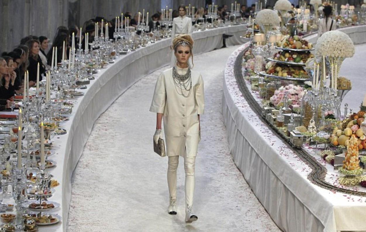 Thưởng lãm xong show của Lý Quí Khánh lại càng xuýt xoa trước bữa tiệc xa hoa 8 năm trước của Chanel - Ảnh 5.