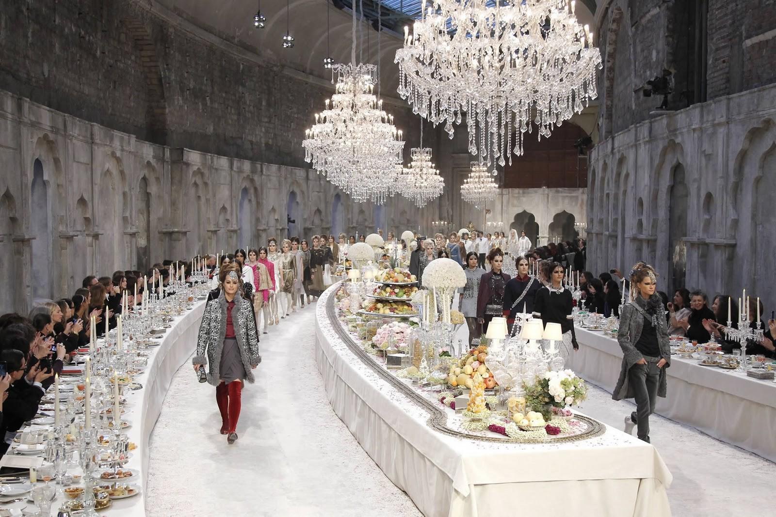 Thưởng lãm xong show của Lý Quí Khánh lại càng xuýt xoa trước bữa tiệc xa hoa 8 năm trước của Chanel - Ảnh 6.