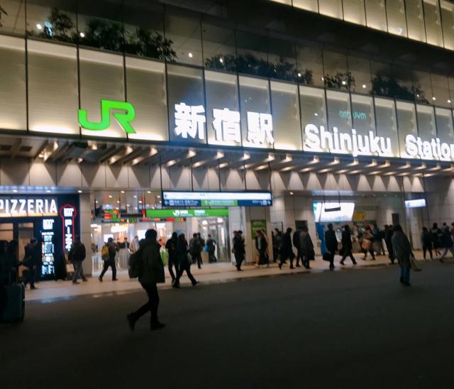 Ngoài khách sạn kén, Nhật Bản có cả văn phòng kén miễn phí để để xử lý công việc khẩn cấp khi đang đi chơi - Ảnh 1.