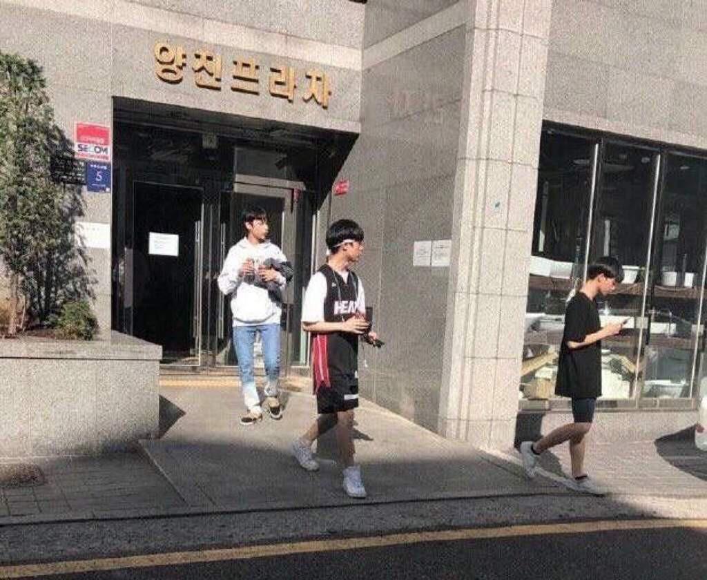 """Bighit tung """"thính"""" mới cực bí hiểm: BTS trở lại hay là lời chào đầu tiên của nhóm nhạc em trai? - Ảnh 4."""