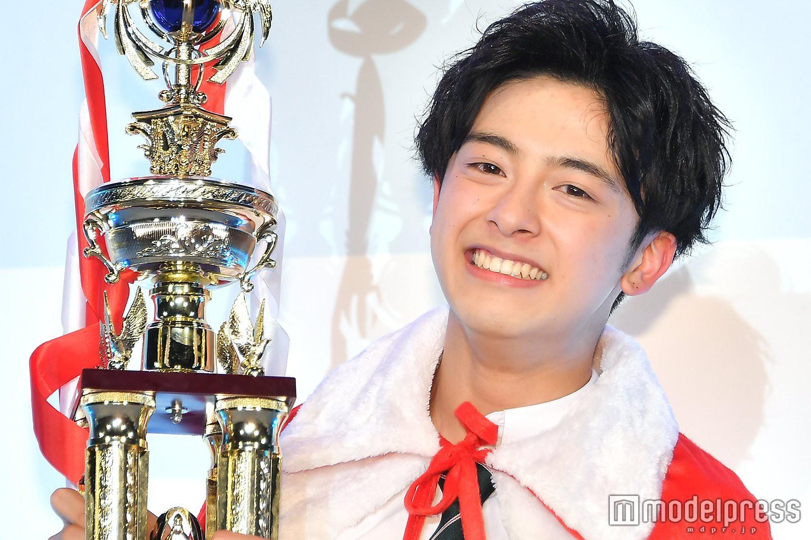 Từng bị bắt nạt vì ngoại hình nổi bật, cậu bạn 18 tuổi bật khóc sau khi đăng quang Nam sinh đẹp trai nhất Nhật Bản - Ảnh 2.