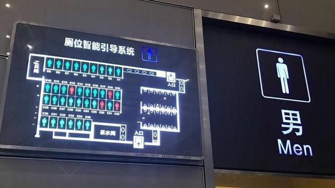Đi tiểu quá 15 phút sẽ bị máy tính gọi người tới bắt: Tưởng hoang đường nhưng lại là chuyện thật ở Trung Quốc - Ảnh 1.