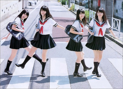 Ngắm đồng phục học sinh các nước châu Á: Nhật Hàn đẹp miễn bàn, sexy gợi cảm nhất là Thái Lan nhưng không đâu độc đáo như Malaysia - Ảnh 1.