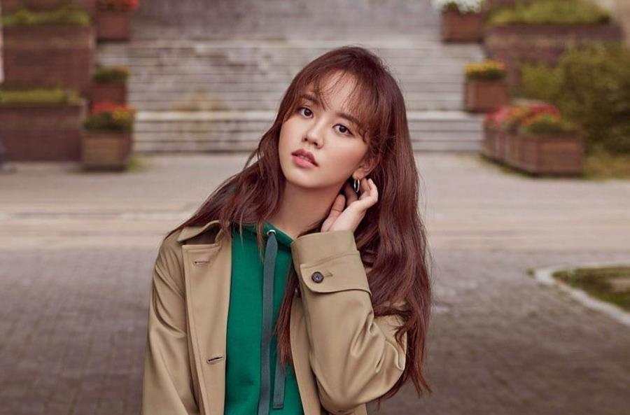 Hình mẫu trong mơ của thiếu nam Châu Á - Kim So Hyun: Vì nổi tiếng nên phải bỏ học từ sớm, có nụ hôn đầu năm 13 tuổi - Ảnh 4.
