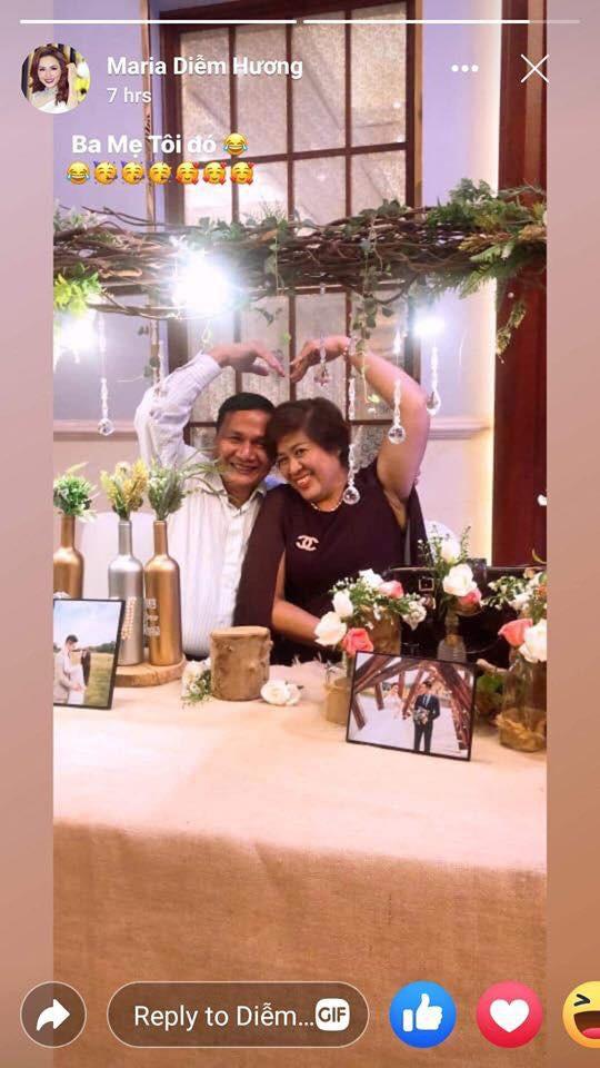 Hoa hậu Diễm Hương lần đầu đăng ảnh bố mẹ sau hơn 4 năm bị từ mặt - Ảnh 1.