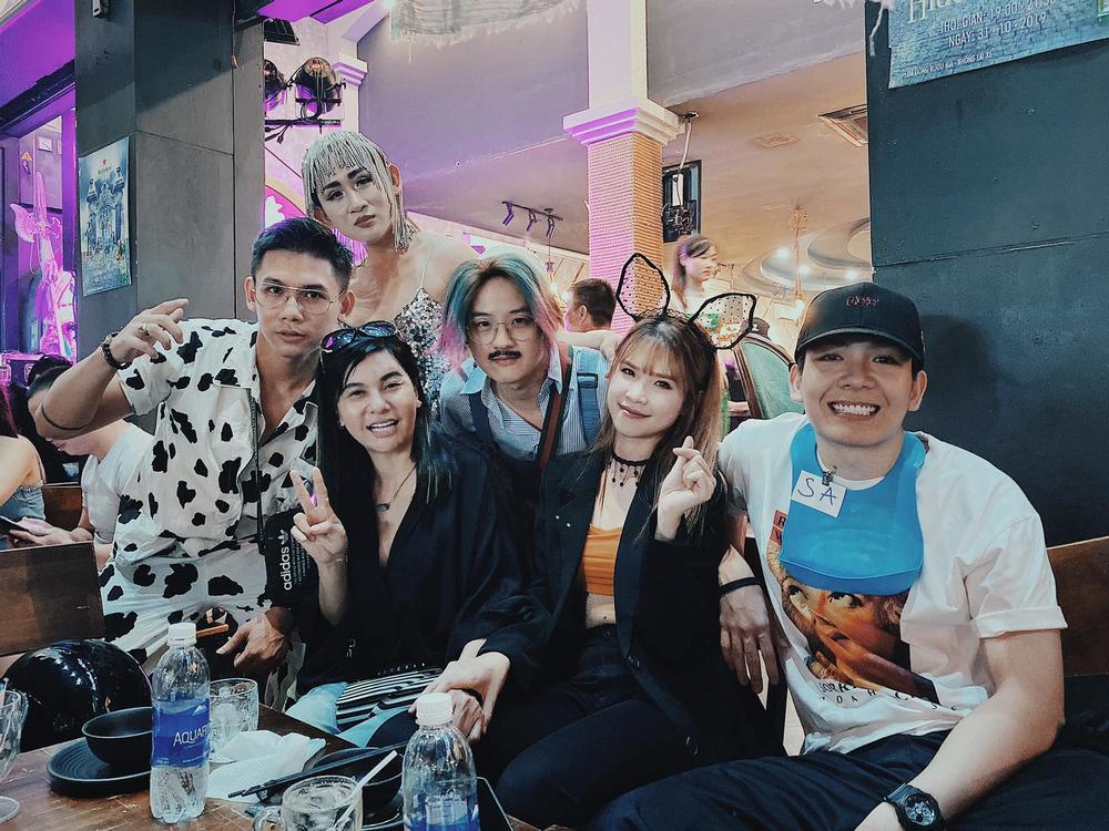 """Hé lộ những sao Vbiz được mẹ Quỳnh Trần và bé Sa mời đến dự buổi offline tới đây, toàn gương mặt siêu """"lầy"""" khiến dân tình cười ngất - Ảnh 2."""