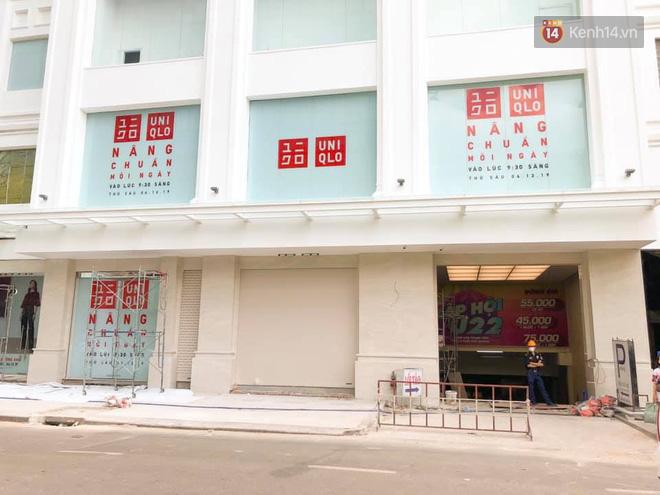 HOT: Cửa hàng Uniqlo Việt Nam đầu tiên chính thức tháo bỏ phông bạt, hé lộ quy mô 3 tầng hoành tráng nổi bần bật - Ảnh 4.