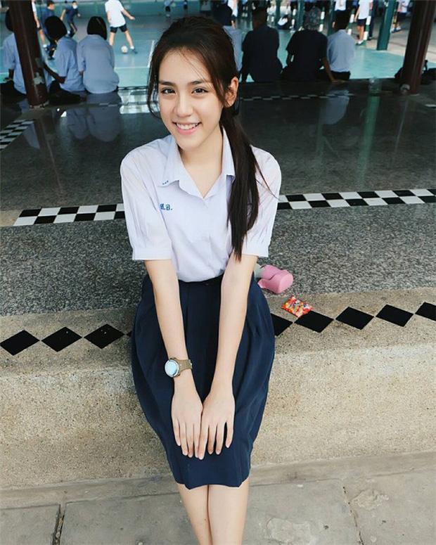 Ngắm đồng phục học sinh các nước châu Á: Nhật Hàn đẹp miễn bàn, sexy gợi cảm nhất là Thái Lan nhưng không đâu độc đáo như Malaysia - Ảnh 6.