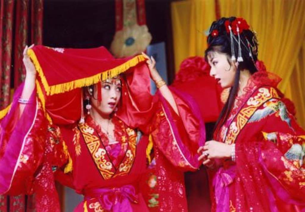 """Ông Cao Thắng bị ép ăn chanh sao """"tréo ngoe"""" bằng các màn rước dâu đình đám: Ai đời lại ship lộn cô dâu? - Ảnh 8."""