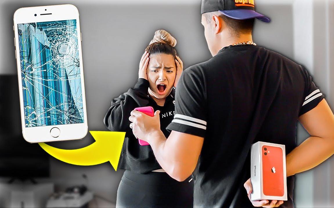 Trào lưu biến tướng của vlogger thế giới: Cắt tai nghe đền AirPods, phá điện thoại đền iPhone - tưởng thế là hết tội?