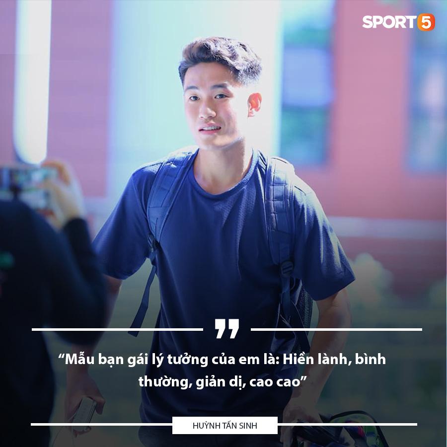 Hỏi nhanh đáp gọn hotboy U22 Việt Nam Huỳnh Tấn Sinh: Thích con gái hiền lành, thích chạy xe tốc độ cao - Ảnh 2.