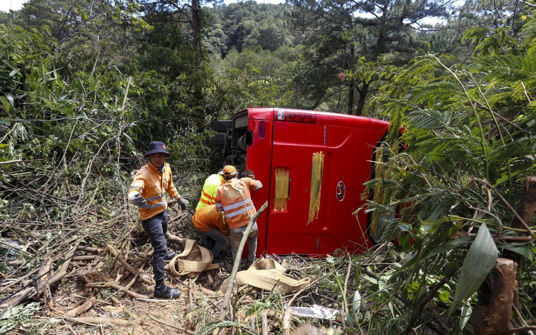 Xe khách lao xuống vực ở Đà Lạt, 15 người may mắn thoát nạn