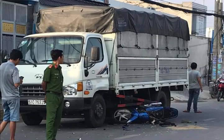 TP.HCM: Bị cướp giật điện thoại, cha và con gái 22 tuổi ngã vào xe tải chấn thương nặng