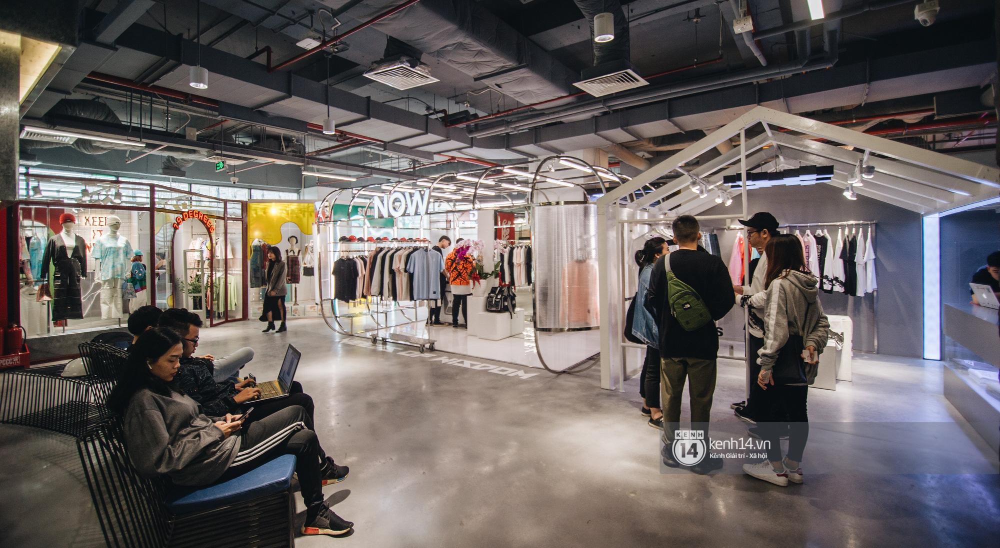 The New Playground: từ khu mua sắm dưới lòng đất ở Sài Gòn đến tổ hợp shopping trên cao cực trất dành cho giới trẻ Hà Nội - Ảnh 4.