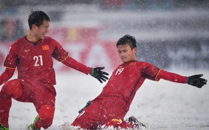 Bàn thắng lịch sử của Quang Hải được so sánh với đường cong thương hiệu David Beckham