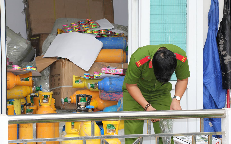 Bắt hơn 1 tấn khí bóng cười được ngụy trang như chở... Oxy để cung cấp cho các vũ trường ở Đà Nẵng