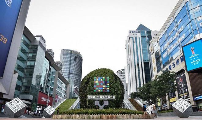 """Hoa Cường Bắc: Khu chợ điện tử nổi tiếng nhất Trung Quốc nay đã bị """"nhuộm  hồng"""" bởi đồ mỹ phẩm"""