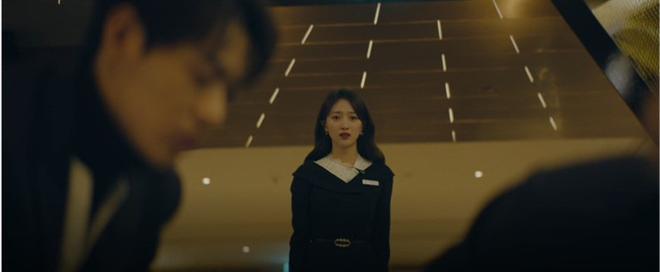 Không hề bị tiểu tam hãm hại, Jang Nara vì cứu phi công trẻ khỏi đòn chí mạng mà bất tỉnh ở tập 15 Vị Khách VIP - Ảnh 8.