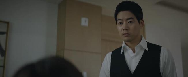 Không hề bị tiểu tam hãm hại, Jang Nara vì cứu phi công trẻ khỏi đòn chí mạng mà bất tỉnh ở tập 15 Vị Khách VIP - Ảnh 10.