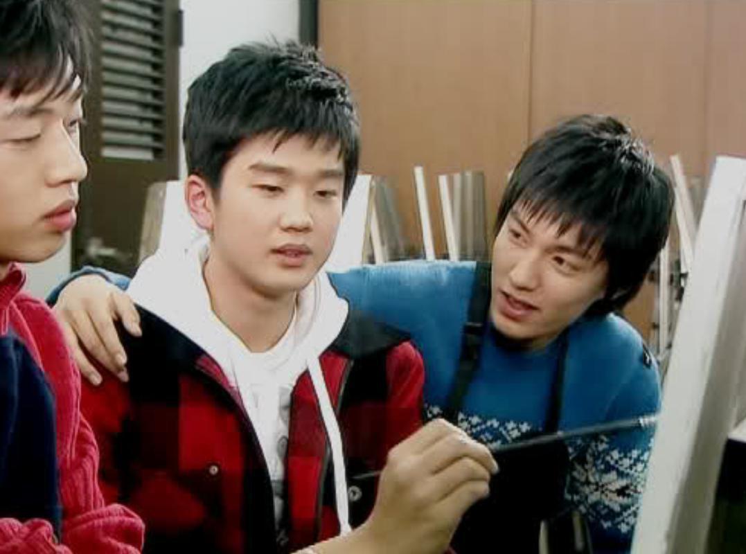 Phát hoảng trước tuổi nghề của loạt diễn viên Hàn: Lee Min Ho lăn lộn 16 năm, Yoo Seung Ho ngót 2 thập kỉ - Ảnh 2.