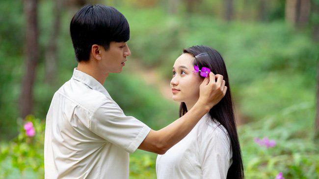 """So kè """"Em gái"""" Chi Pu và """"Mắt biếc"""" Trúc Anh: Nhan sắc bất phân thắng bại, nhưng độ bạo đàn em phải chào thua! - Ảnh 10."""