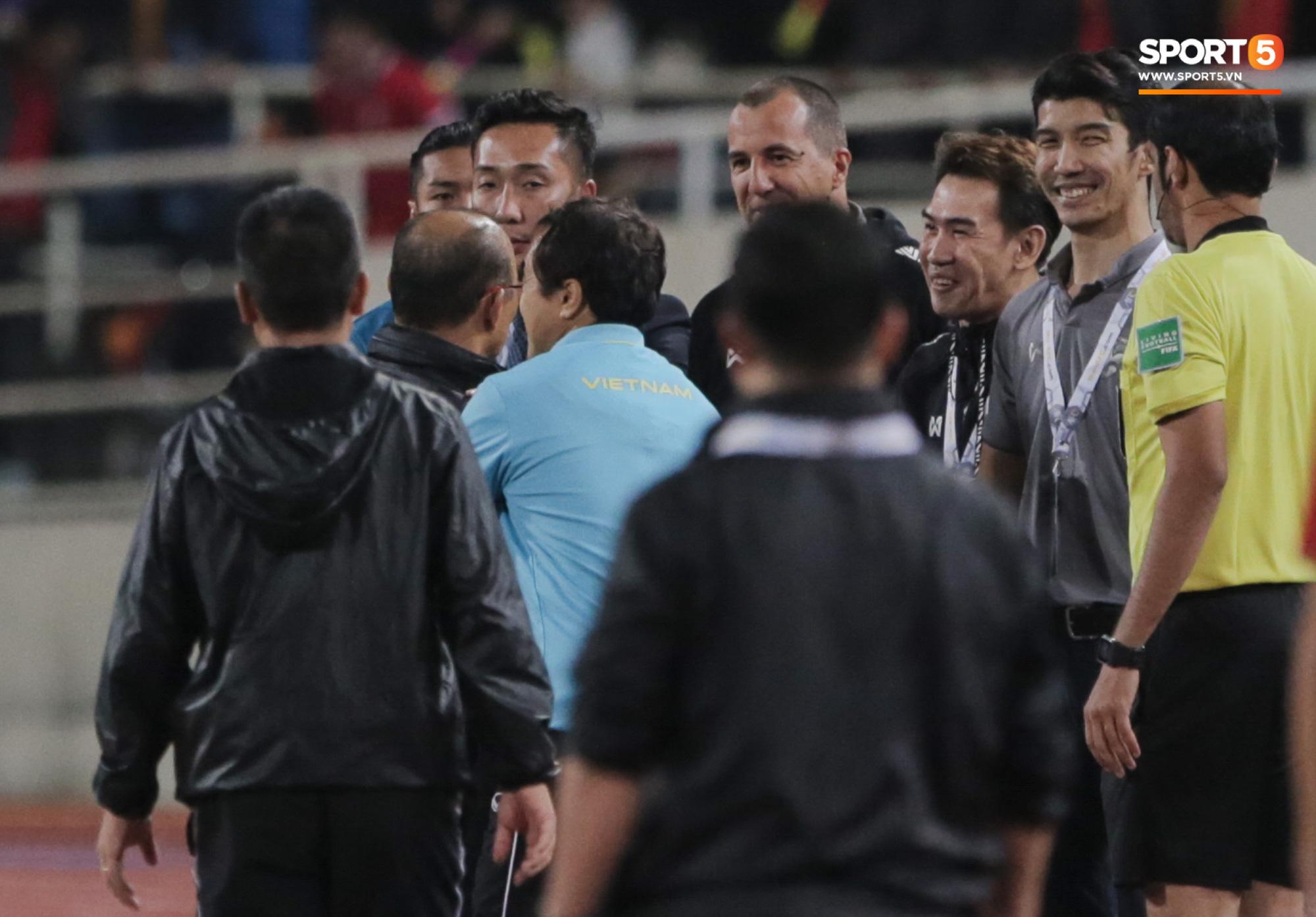 Màn cà khịa của ông Todic khiến HLV Park Hang-seo nổi giận. Ảnh: Sport5.